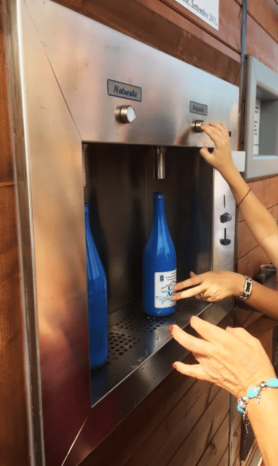 Les fontaines à eau ecoaqua peuvent être utilisée dans les lieux publiques pour les pouvoirs publics ou des instances privées (camping, parc). Elle crée un lieu convivial et préviennent la production de bouteille en plastique.